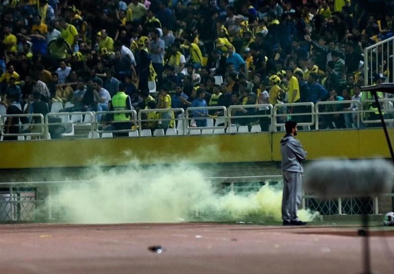 آسیب به چند خودرو و حبس تماشاگران پرسپولیس در ورزشگاه